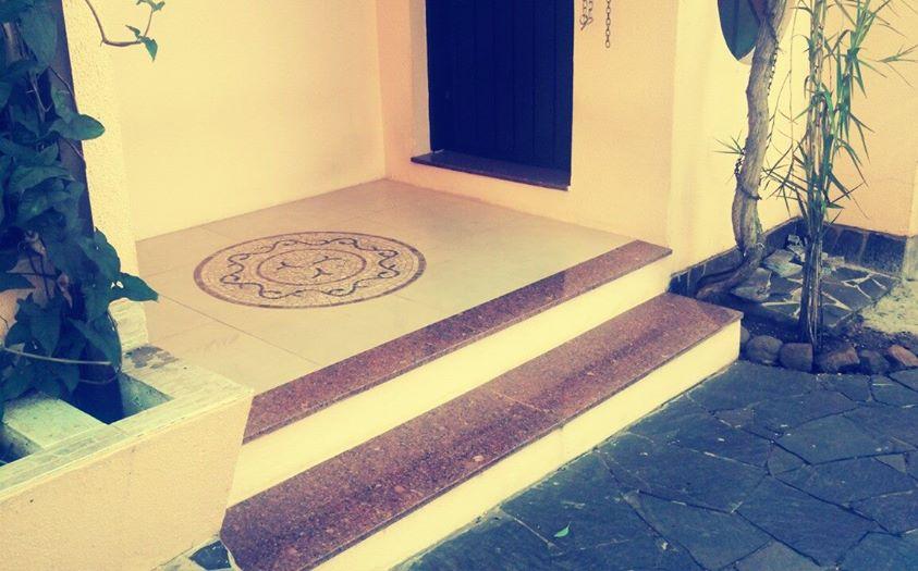 hall de entrada com mosaico