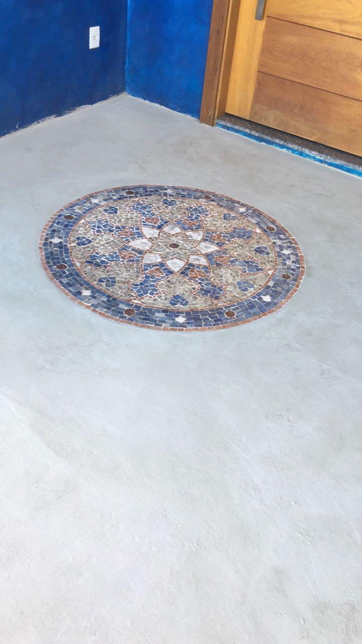 Mosaico mosaico em piso de cimento queimado for Mosaico para piso